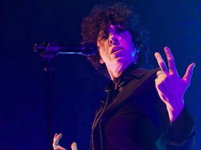 Photo Gallery: LP at The Vic Theatre